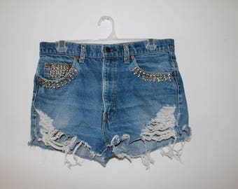 Vintage LEVI'S denim distressed studded shorts size L