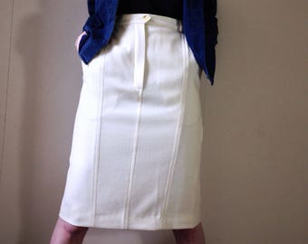 Vintage 1980s Burberry white  cream high waist wiggle skirt. Size 6/8/ small 10