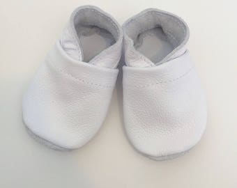 White baby shoes, white baby moccasins, white toddler shoes, white toddler mocs, solid baby shoes, fall baby shoes, infant shoes,