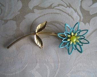 Vintage Gold Tone & Enamel Flower Pin or Brooch