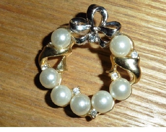 Vintage Faux Pearl and Gold Plated Brooch