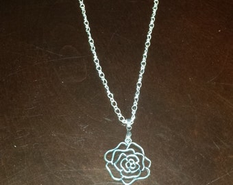 Silver rose pendent necklace