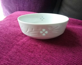 transparent bowl, small white bowl with a little transparent design