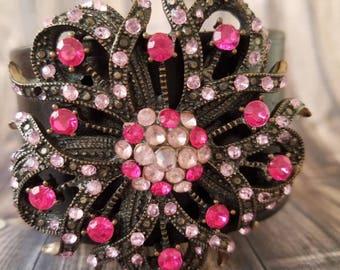 Brooch bracelet/upcycled brooch/Vintage brooch bracelet/vintage cuff bracelet /upcycled brooch/OOAK jewelry/OOAK bracelet/large brooch