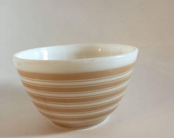 Pyrex Stripes tan mixing bowl