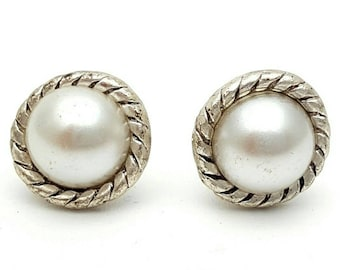 Miniature Round Stud Earrings Silver Tone Detailed Cord Vintage with half pearls from the 90s Small mini tiny cute party
