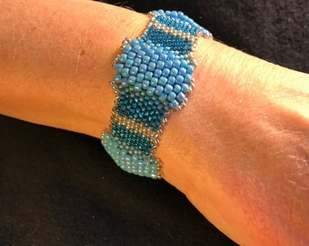 NO 139 Hand Beaded Glass Bracelet