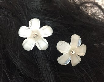 TORI - White Flower Hair Pins