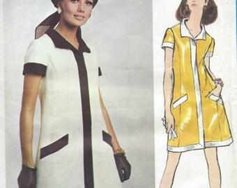 1967 Vintage VOGUE Sewing Pattern DRESS B36 (1165) By Oscar De La Renta