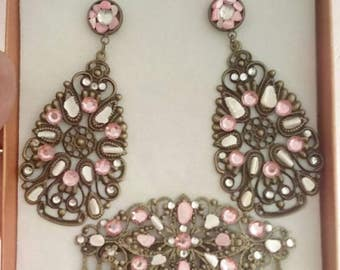 Set of earrings and peina with Pearl and rhinestones