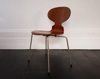 A vintage Danish Iconic Model 3100 'Ant' Chair designed by Arne Jacobsen for Fritz Hansen, 1952