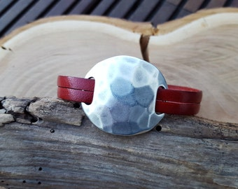 Leather bracelet in red