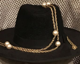 Flapper,  pearl and gold plated necklace