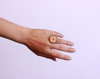 Adjustable ring made of pine