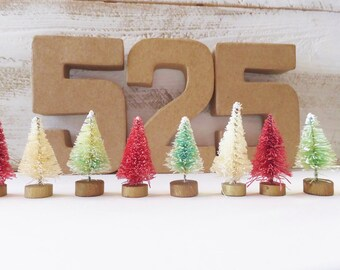"""Christmas Bottle Brush Tree Set ~ 1.5"""" Dip Dyed  Red & Mint Green with Natural Sisal ~ Fairy Garden ~ Putz House ~ Craft Supply ~ Lot of 10"""