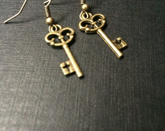 Alice in wonderland steampunk key earrings