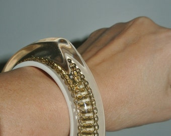 Vintage 3 Point Lucite & Inlaid Gold Chain Bangle Bracelet