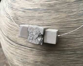 Pendant chain concrete recycling upcycling with wire-ripe