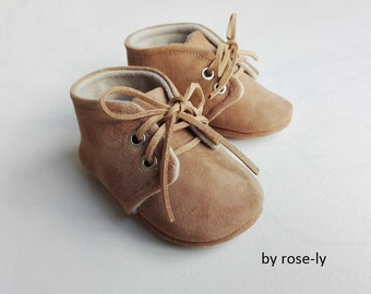 Baby booties (baby shoes) in Brown and beige