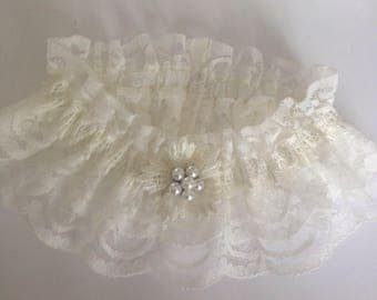 Wedding Garter, Cream with pearl cluster, available in size S/M
