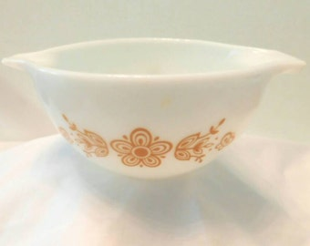 Vintage PYREX Butterfly Gold #1  1 1/2 pint mixing bowl