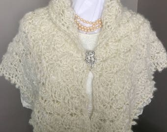 Crochet Ivory Mohair Capelet, Crochet Mohair Mini Shawl, Ivory Mohair Wedding Mini Wrap, Mohair Wrap with Gold Thread, Elegant MiniShawl