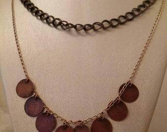Edgy high fitting necklace with accents