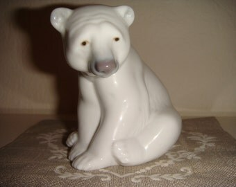 Polar bear Liadro porcelain figurine sitting