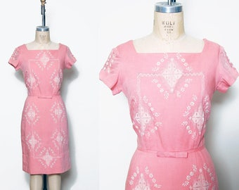 Vintage 50s coral wiggle dress / embroidered sheath dress / linen pin up dress