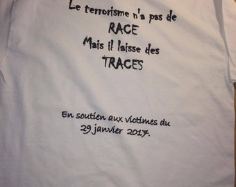 T-shirt in support of the families of the victims of the shooting of January 29, 2017