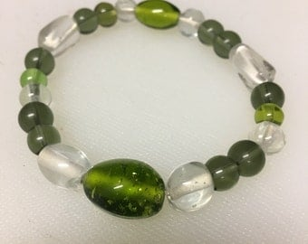 Green and clear beaded stretch bracelet