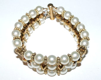 Handmade Pearl Bracelet Beaded w/clasp One of a kind