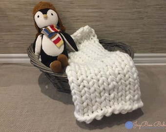 Chunky knit baby bassinet blanket