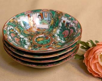 Antique Fine Chinese Export Famille Rose Medallion Porcelain Set of 4 Berry, Fruit or Dessert Bowls