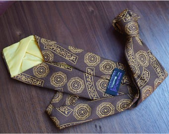 "Brown Vintage 1970's Tie with Gold Pattern ""Wemlon on Wembley"""