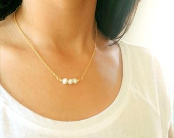 Necklace gold with natural pearls