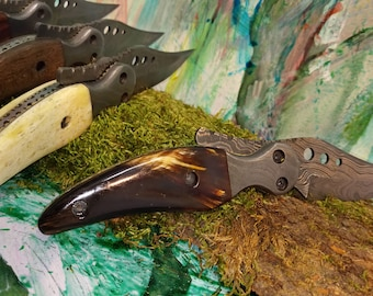 One-hand folding knife