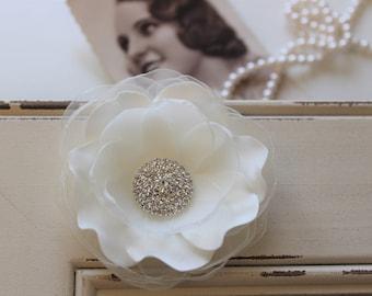 Ivory Wedding Hairpiece ,Wedding Hair flower headpiece, Bridal Headpiece, Wedding Hair Clip, Wedding Fascinator, Bridesmaid gift