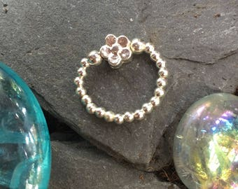 Sterling Silver stretch bead toe ring with Silver daisy bead comfy UK