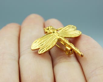 Vintage  brooch, vintage pin, dragon-fly pin, dragon-fly brooch, gold tonned, gilr friend gift, sister gift