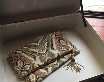 Damask fabric clutch