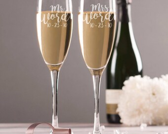Mr and Mrs Personalized Wedding Toasting Flutes - Bride and Groom Toasting Glass - Champagne Glasses - Toasting Glasses - Wedding Gifts