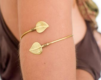 Armlet leaves brass