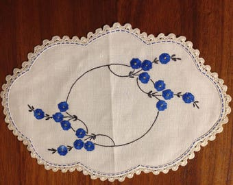 Vintage hand embroidered oblong doily, 28 x 19 cm; blue cornflowers
