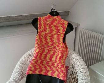Tank top sleeveless in cotton made crochet.