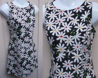 Vintage 90s Pique Cotton Daisy floral Mini Dress with empire waist bodice / dolly doll dress / sz sml