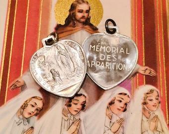 2pcs LOURDES SOUVENIR MEDALS Vintage Religious Hearts Memorial Des Apparitions