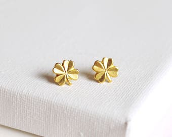 SALE . four leaf clover stud earrings  clover earrings . simple clover studs . lucky clover earrings . four leaf clover jewelry // 2CLVR