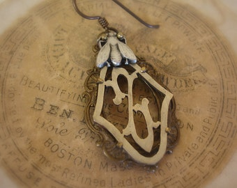 sHoo fly!!! Z monogram SINGLE earring one of a kind vintage assemblage brass frame tiny fly button antique fRench Z monogram the letter Z
