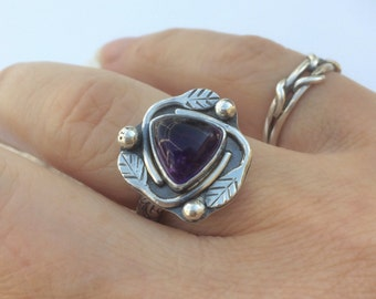 Silversmith Amethyst Ring, Sterling Silver Ring Size 6 1/2 or 7, Purple Ring, Leaf Ring, Triangle Stacking Ring, Artisan Solitaire Ring